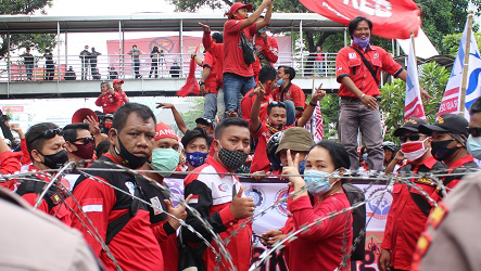 Soroti PP-35, Elly Rosita Silaban: Pertempuran Belum Selesai Kawan-kawan!